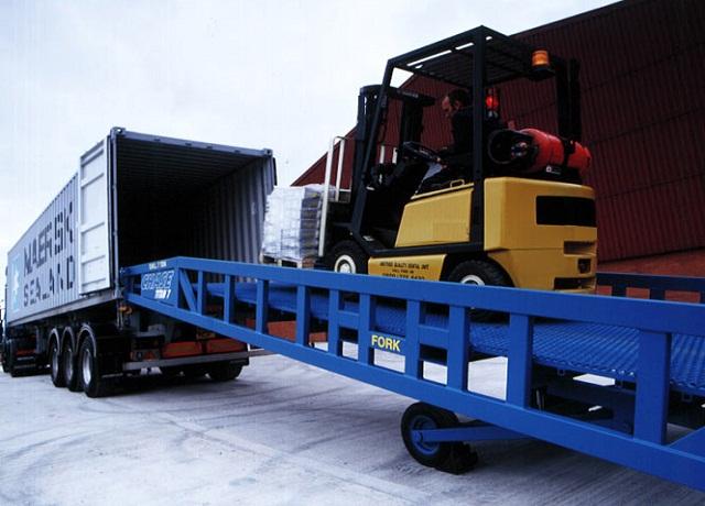 Lựa chọn xe nâng hoạt động trong container